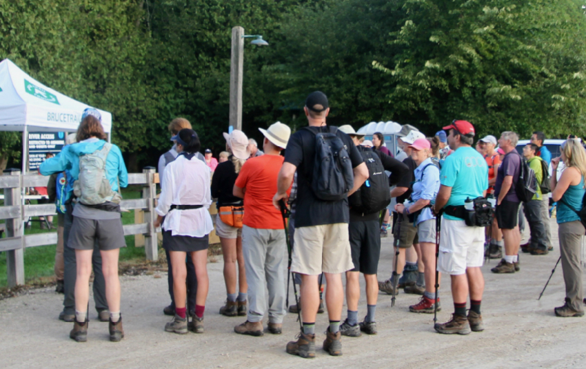 Glenda Collings addresses hikers at Falling Waters badge event. Photo Marg Yaraskavitch 2018.